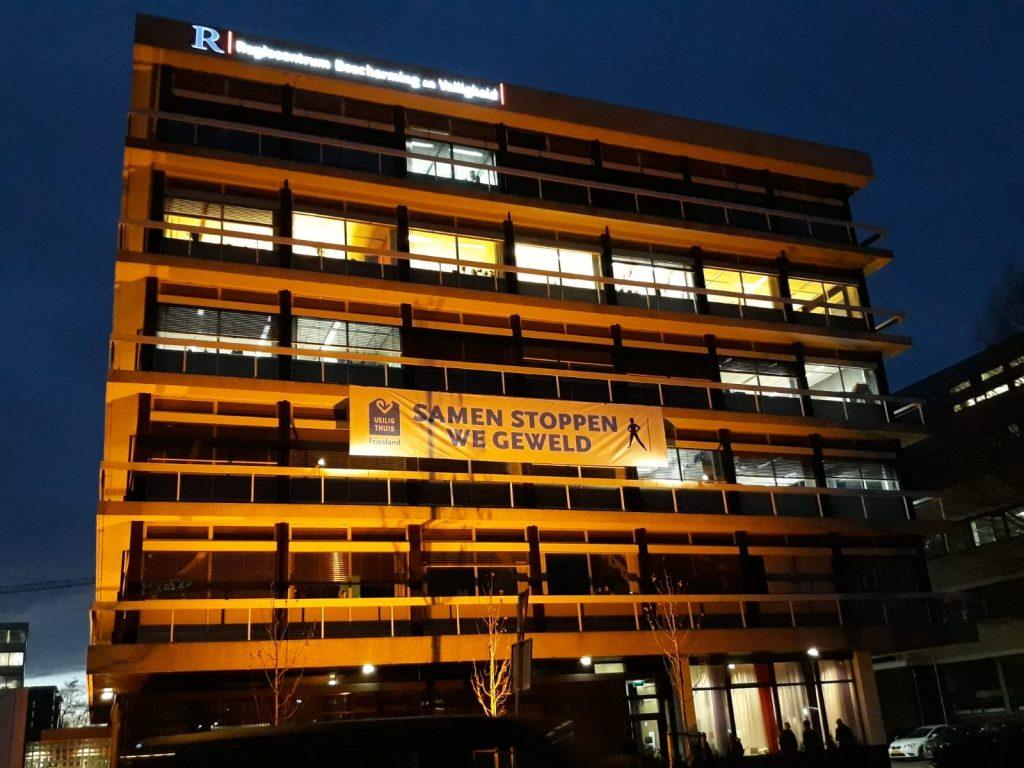 Veilig Thuis en Regiecentrum kleuren oranje